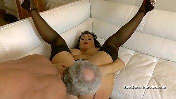 Жмж с симпатичными телочками на диванчика