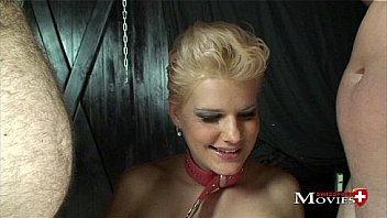 Всесильные зрелые лесбиянки заставляют девочку чмокать их скважины