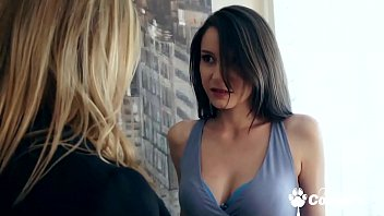 Русская красотка участвует в брутальной секс групповухе и принимает пару членов в попка