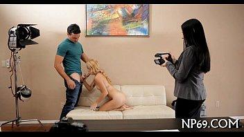 Бритни показывает на секс забавке премудрости отсоса члена