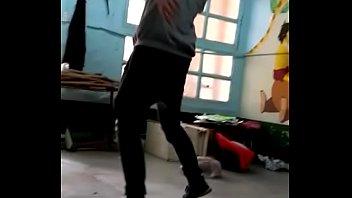 Фитнес тренер ебет рачком симпатичную мамулю