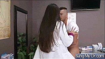 Молодая девчоночка делает парню анилингус перед вебкамерой