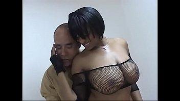 Молодка не догола обнажается во времячко порно с парнем