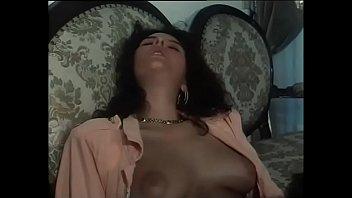 Мимимишная любительница косплея чпокается с секс машиной