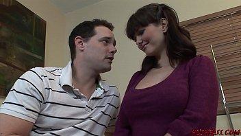 Приватный кастинг с секс игрушками для брюнетки с обворожительными грудями